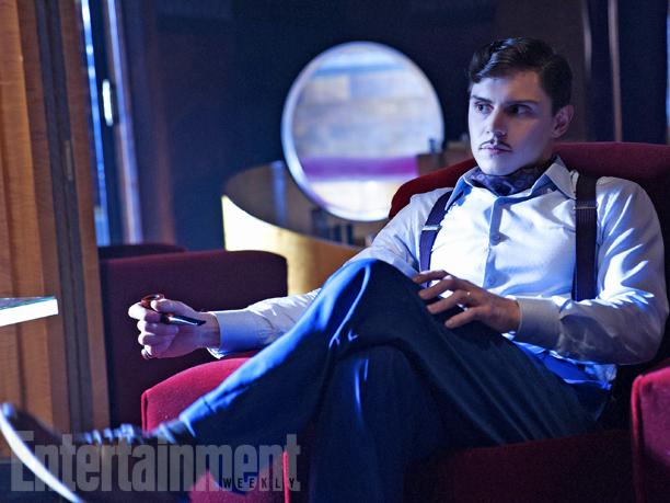 Эван Питерс в роли убитого в 30х бывшего хозяина отеля